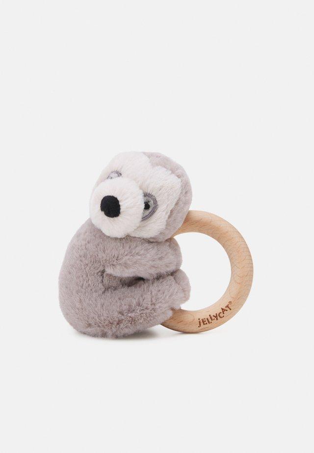 SHOOSHU SLOTH RING TOY - Lelu - beige