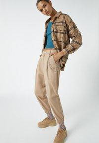 PULL&BEAR - Trousers - mottled brown - 3