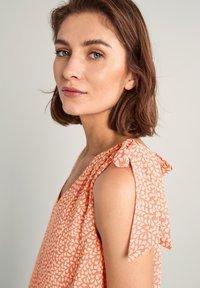 comma - Day dress - make up leaf minimal - 7