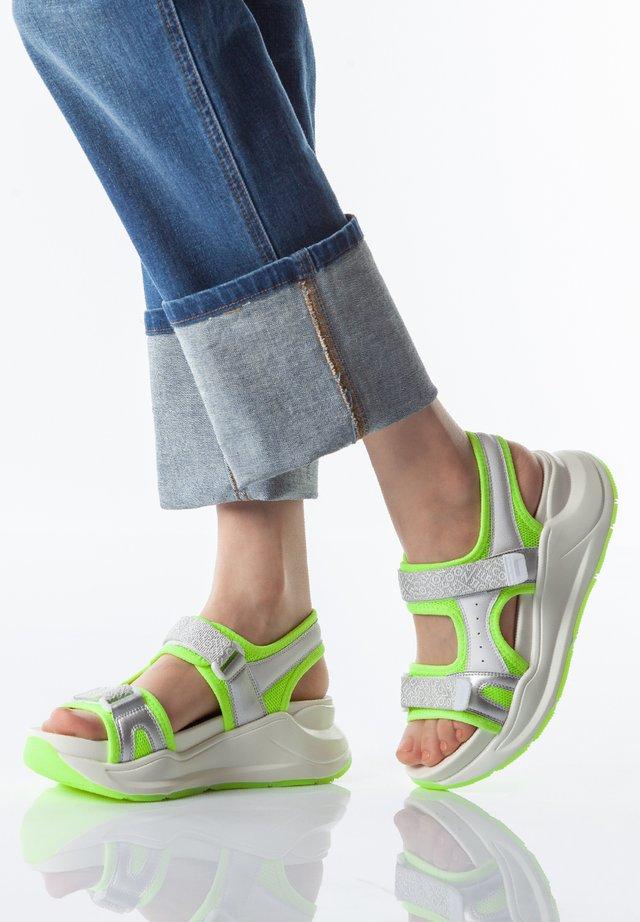 Korkeakorkoiset sandaalit - neon yellow