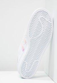 adidas Originals - SUPERSTAR - Sneakers - white/metallic silver - 4