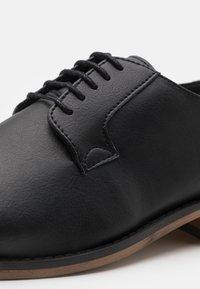 NAE Vegan Shoes - JAKE VEGAN - Oksfordki - black - 5
