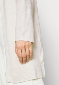 NA-KD - NA-KD X ZALANDO EXCLUSIVE - SOFT RIBBED CARDIGAN - Cardigan - off-white - 4