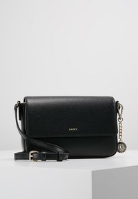 DKNY - BRYANT FLAP CBODY SUTTON - Schoudertas - black/gold - 0