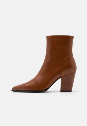 CHUNKY WESTERN HEEL BOOTS - Classic ankle boots - caramel