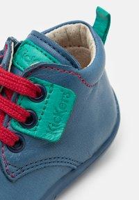 Kickers - WAZZAP - Dětské boty - bleu/vert - 5