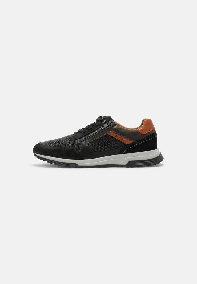 DAYMAN - Sneakersy niskie - black/grey cognac