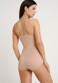 Maidenform - FIRM FOUNDATIONS STAY BODY SHAPER - Body - nude/beige - 2