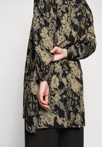 Kaffe Curve - HOLLY BIG - Button-down blouse - grape leaf - 5