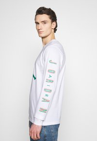 Jordan - CREW - Maglietta a manica lunga - white/hot punch/barely volt - 3
