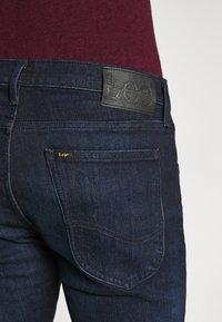 Lee - LUKE - Slim fit jeans - dark-blue denim - 5