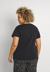 Levi's® Plus - PERFECT TEE - Print T-shirt - black - 2