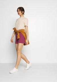 Nike Sportswear - Shorts - mulberry rose - 1