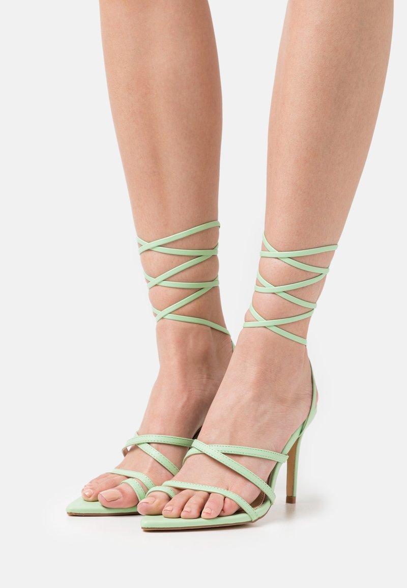 Glamorous - Sandalias de dedo - sage green