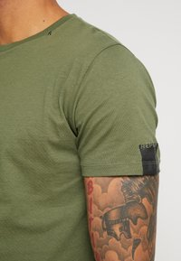 Replay - T-shirt basic - olive - 5