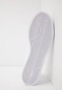 Nike SB - ZOOM JANOSKI - Sneakers laag - white - 4