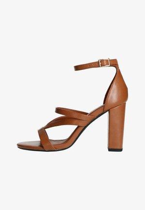 MIT HOHEM ABSATZ - High heeled sandals - braun