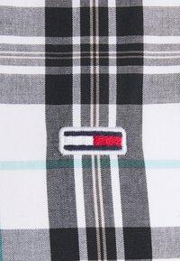 Tommy Jeans - SEASONAL CHECK SHIRT - Skjorta - white - 3