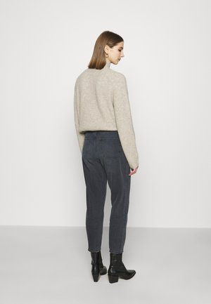 HIGH RISE MOM JEANS - Relaxed fit jeans - dark grey