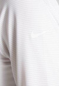 Nike Golf - DRY VICTORY HALF ZIP - Funkční triko - white - 6