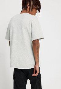 Urban Classics - HERIRNGBONETERRY TEE - Basic T-shirt - light grey - 2