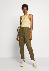 Cotton On - EVIE  - Kalhoty - dark olive - 1
