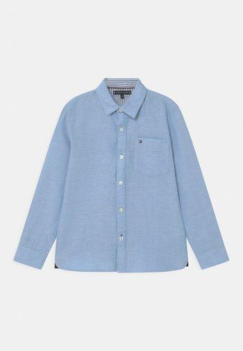 ESSENTIAL - Shirt - light blue