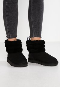 UGG - FLUFF MINI QUILTED - Classic ankle boots - black - 0