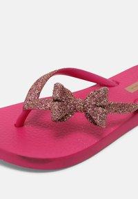 Ipanema - ANT KIDS - Sandály s odděleným palcem - pink - 6