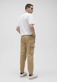 PULL&BEAR - Cargo trousers - beige - 2