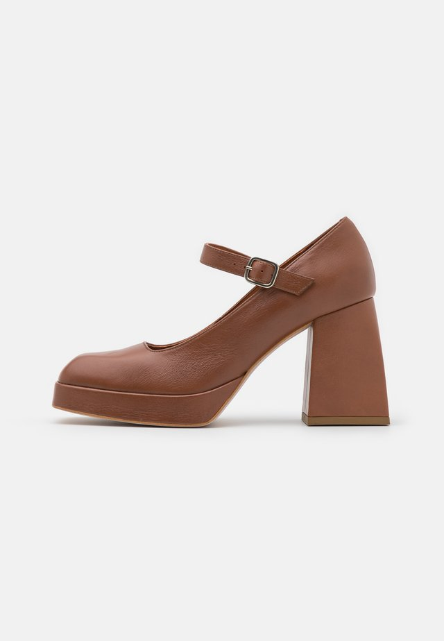 Plateaupumps - brown