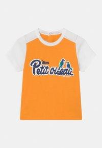 Petit Bateau - Print T-shirt - tehoni/marshmallow - 0