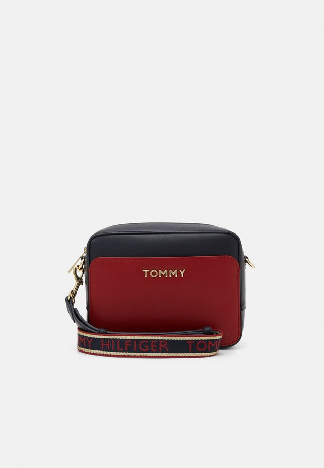 ICONIC CAMERA BAG  - Across body bag - red