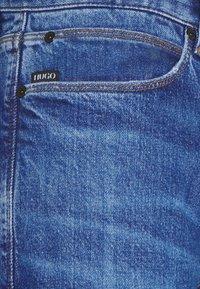 HUGO - Džíny Slim Fit - bright blue - 5