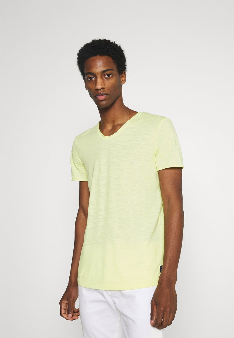 TOM TAILOR DENIM - TEE WITH BACKPRINT - Basic T-shirt - cream yellow melange