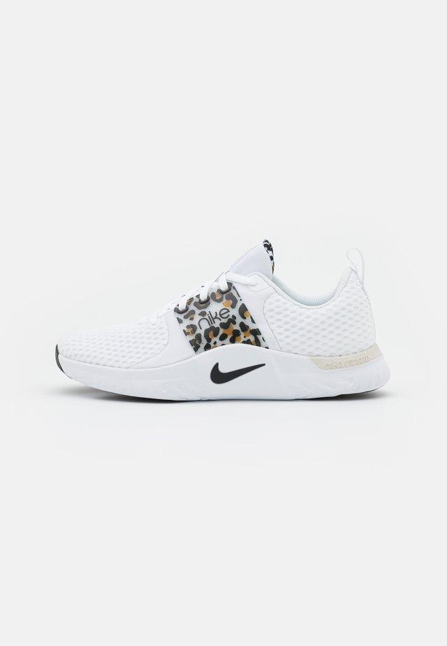 RENEW IN SEASON TR 10 PRM - Sports shoes - white/black/light bone/wheat