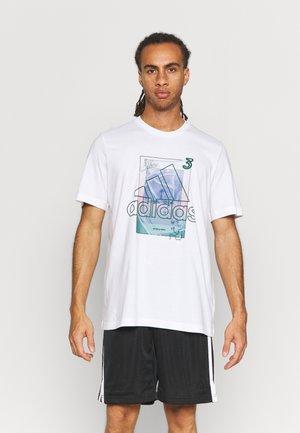 TBACK BADGE OF SPORT BASKETBALL GRAPHICS - T-shirt med print - white