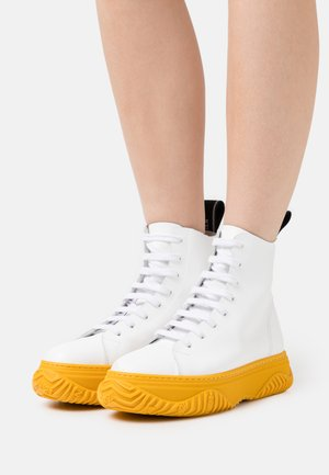 HIGH TOP BONNIE - Lace-up ankle boots - white/yellow