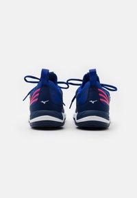 Mizuno - WAVE LUMINOUS - Volleyballsko - blue/white/pink - 2
