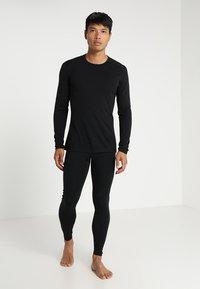 Icebreaker - MENS CREWE - Sports shirt - black - 1