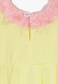 WAUW CAPOW by Bangbang Copenhagen - SLEEPY CAT DRESS - Hverdagskjoler - yellow - 4