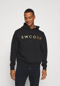 Nike Sportswear - HOODIE - Hoodie - black/gold - 0