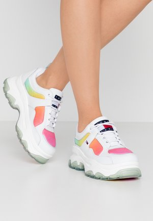 DEGRADE FLATFORM SHOE - Trainers - white