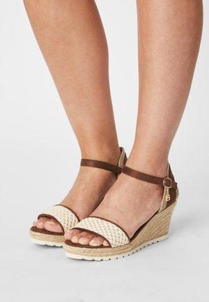 Sandalen met sleehak - ivory