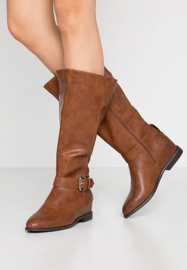 THULA WIDE FIT - Wedge Ankle Boots - cognac