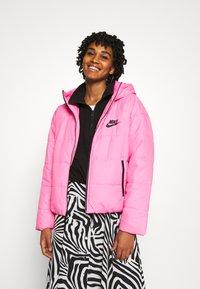 Nike Sportswear - CORE  - Lehká bunda - beyond pink/white/black - 0