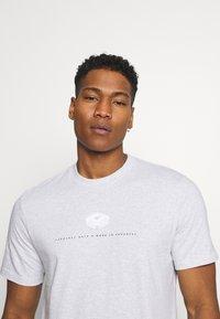 Carhartt WIP - DATA - Print T-shirt - ash heather - 3