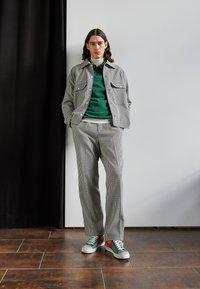 Nike Sportswear - BLAZER MID '77 PATCH - Zapatillas altas - dutch green/orange/galactic jade - 0