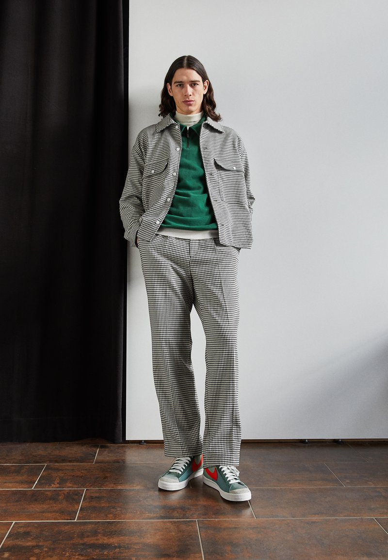 Nike Sportswear - BLAZER MID '77 PATCH - Zapatillas altas - dutch green/orange/galactic jade