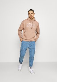 Karl Kani - PANTS - Jeans Tapered Fit - blue - 1